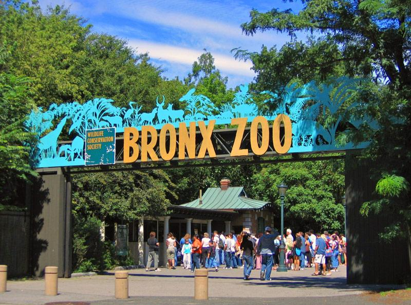 Photo of the Bronx Zoo entrance