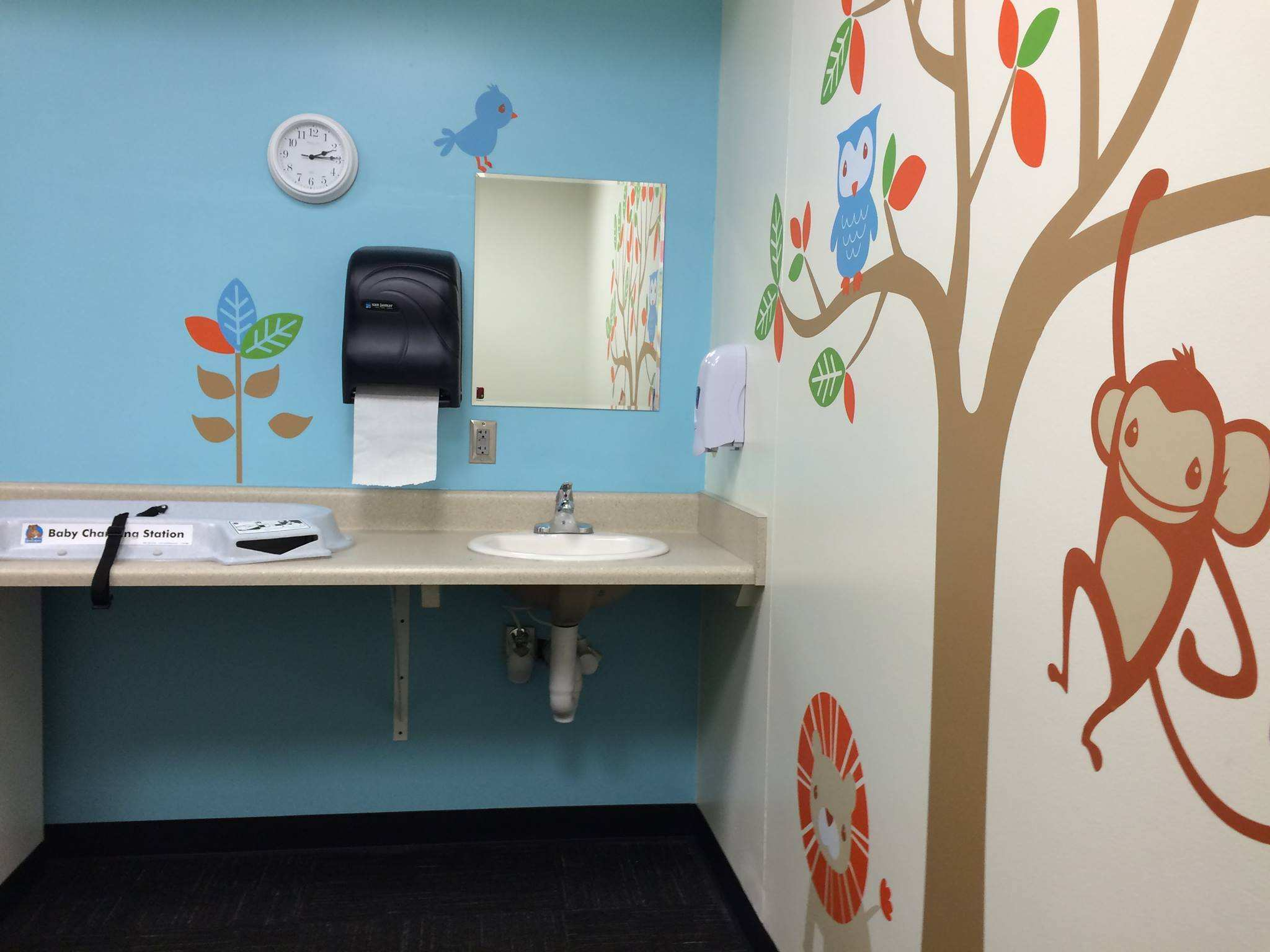 Charlotte international airport nursing mothers room 2