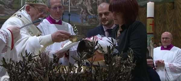 pope-baptizes.jpg
