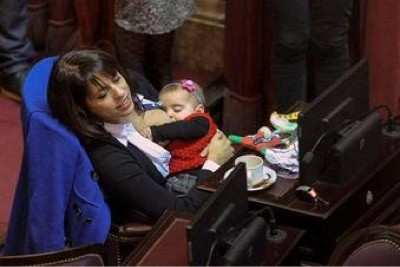 Argentinian Politician Breastfeeds Daughter During Legislative Session