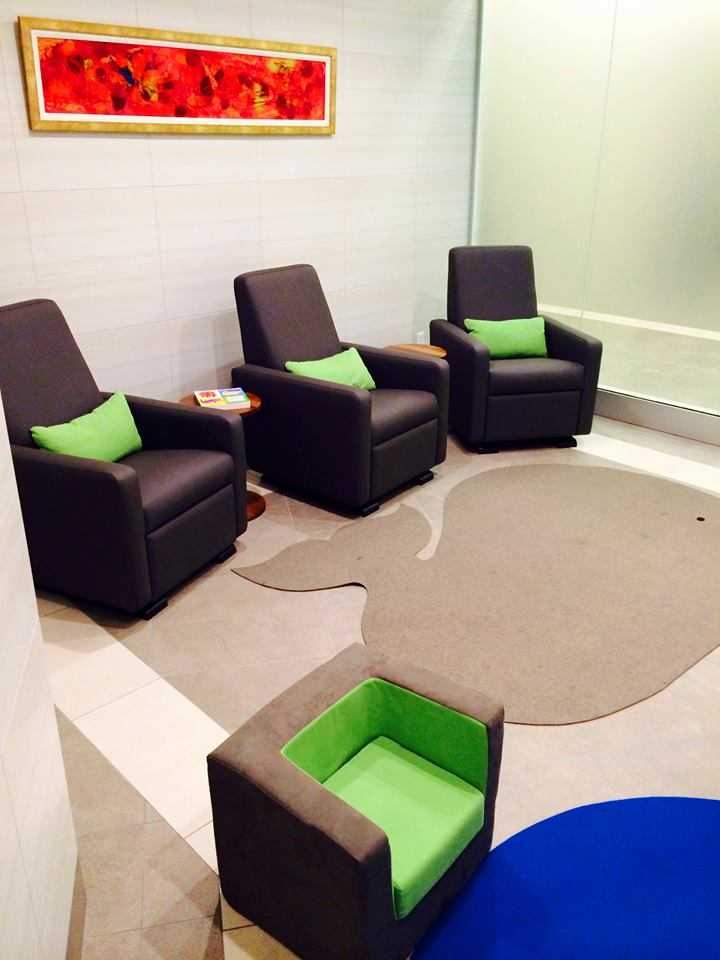 lime ridge mall hamilton ontario canada breastfeeding nursing mothers room pic2