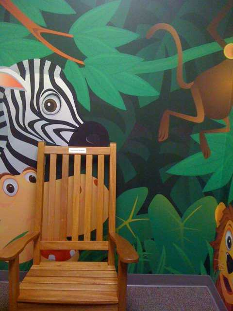 childrens museum of virginia nursing mothers room chair mural