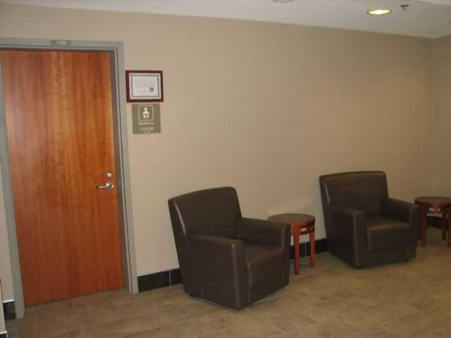 dane county regional airport madison wisconsin nursing mothers room pic2
