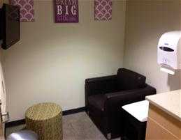 hy vee westgate mall madison wisconsin nursing mothers room pic2