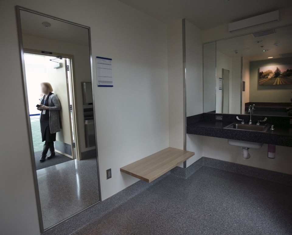 pdx portland international airport nursing mothers room pic6