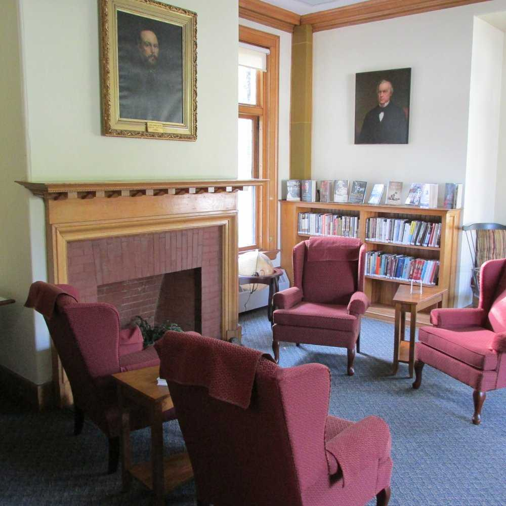 baxter memorial library gorham maine breastfeeding friendly cozy couches