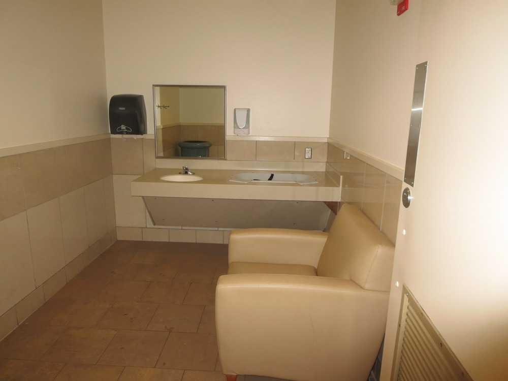 west towne mall mothers room pic1